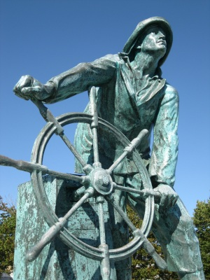 Fishermans_Memorial_Detail_Gloucester_MA_USA
