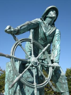 Fishermans_Memorial_Detail_Gloucester_MA_USA